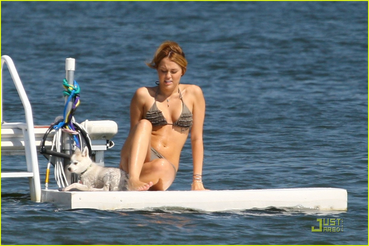 miley cyrus liam hemsworth orchard lake 19
