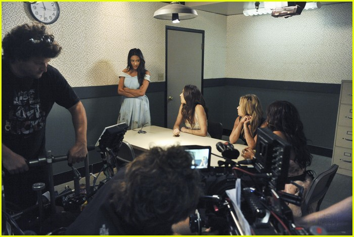 pretty liars police finale 12