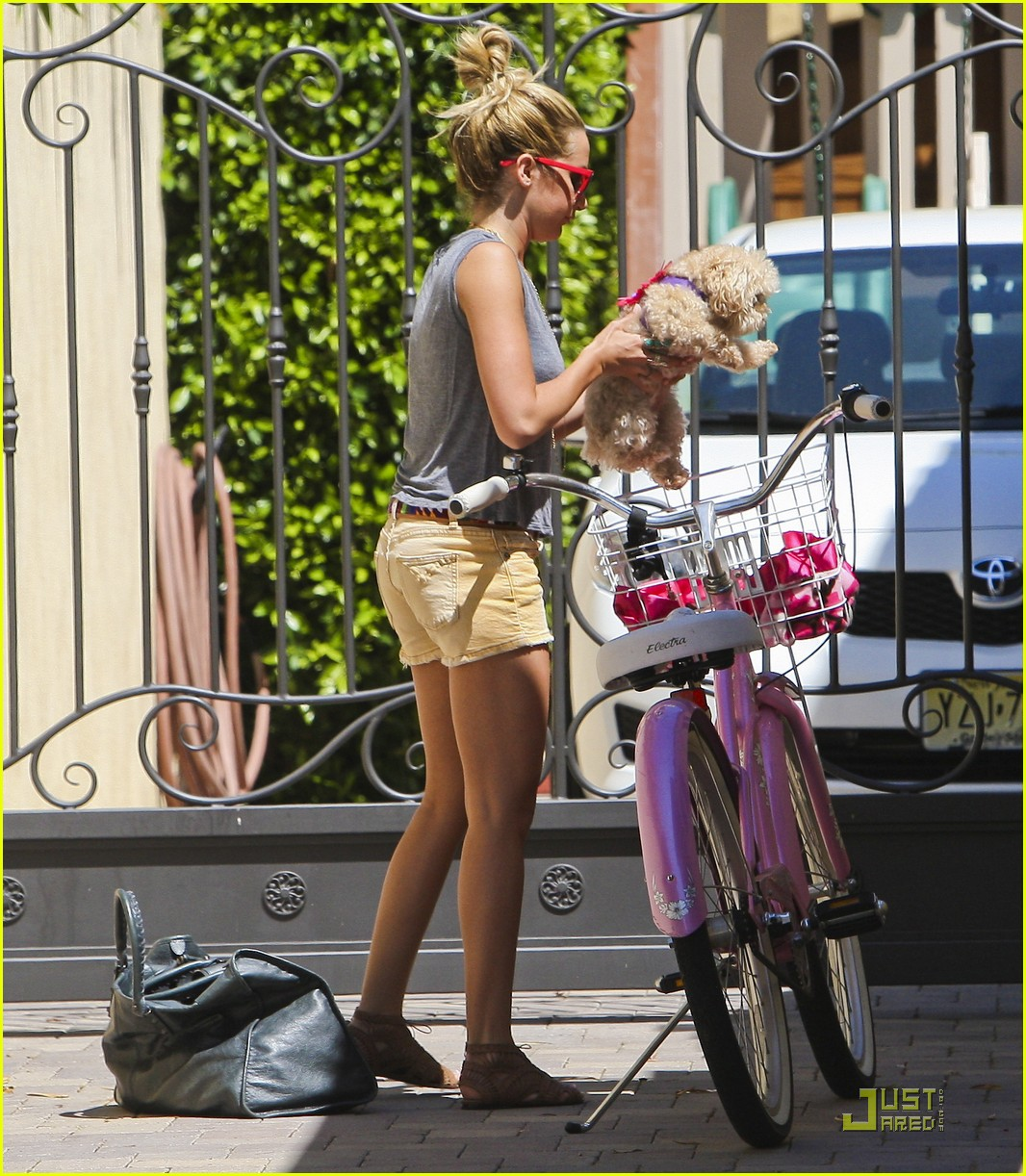 ashley tisdale bike maui 20