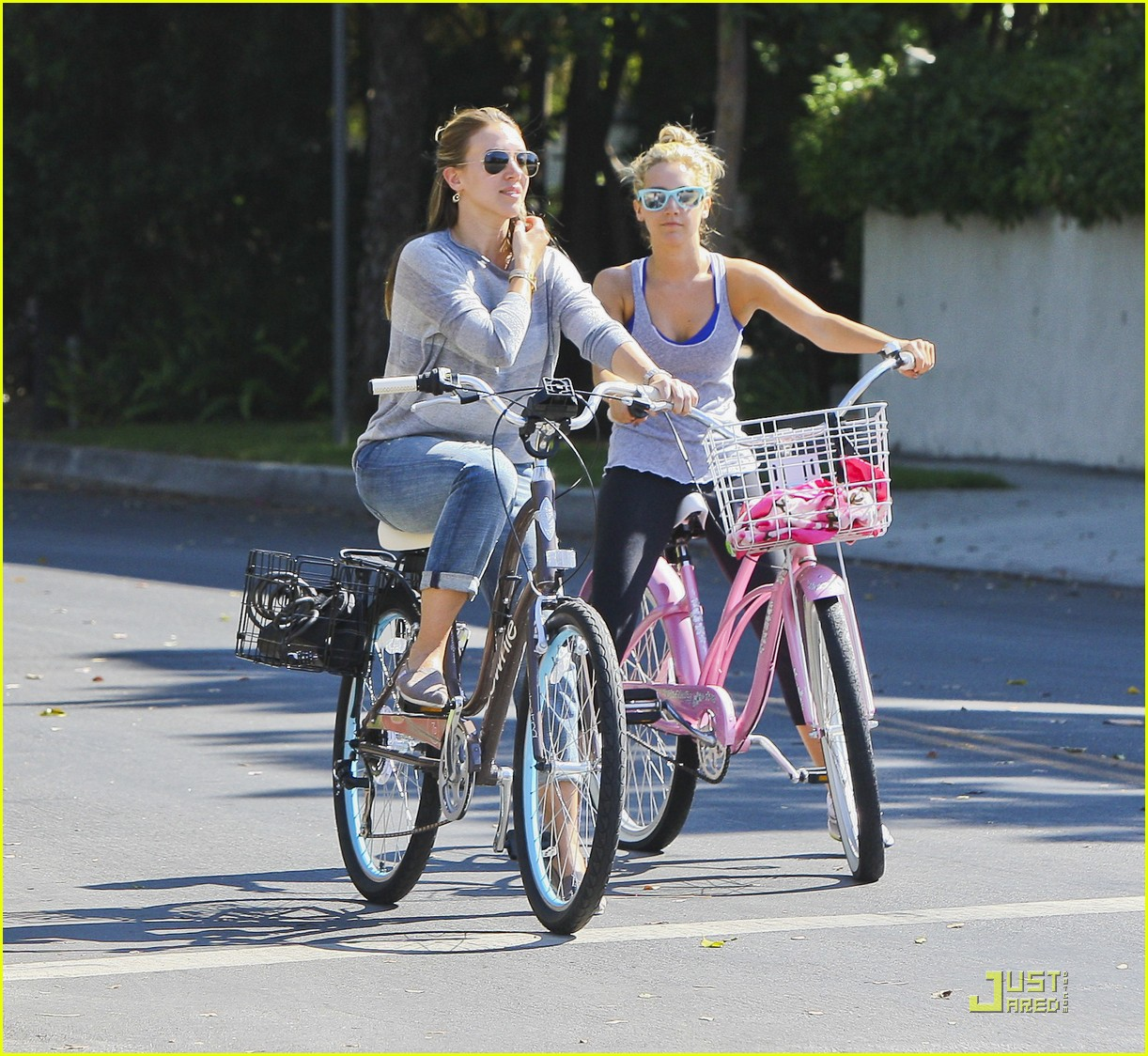 ashley tisdale haylie duff bikes 08