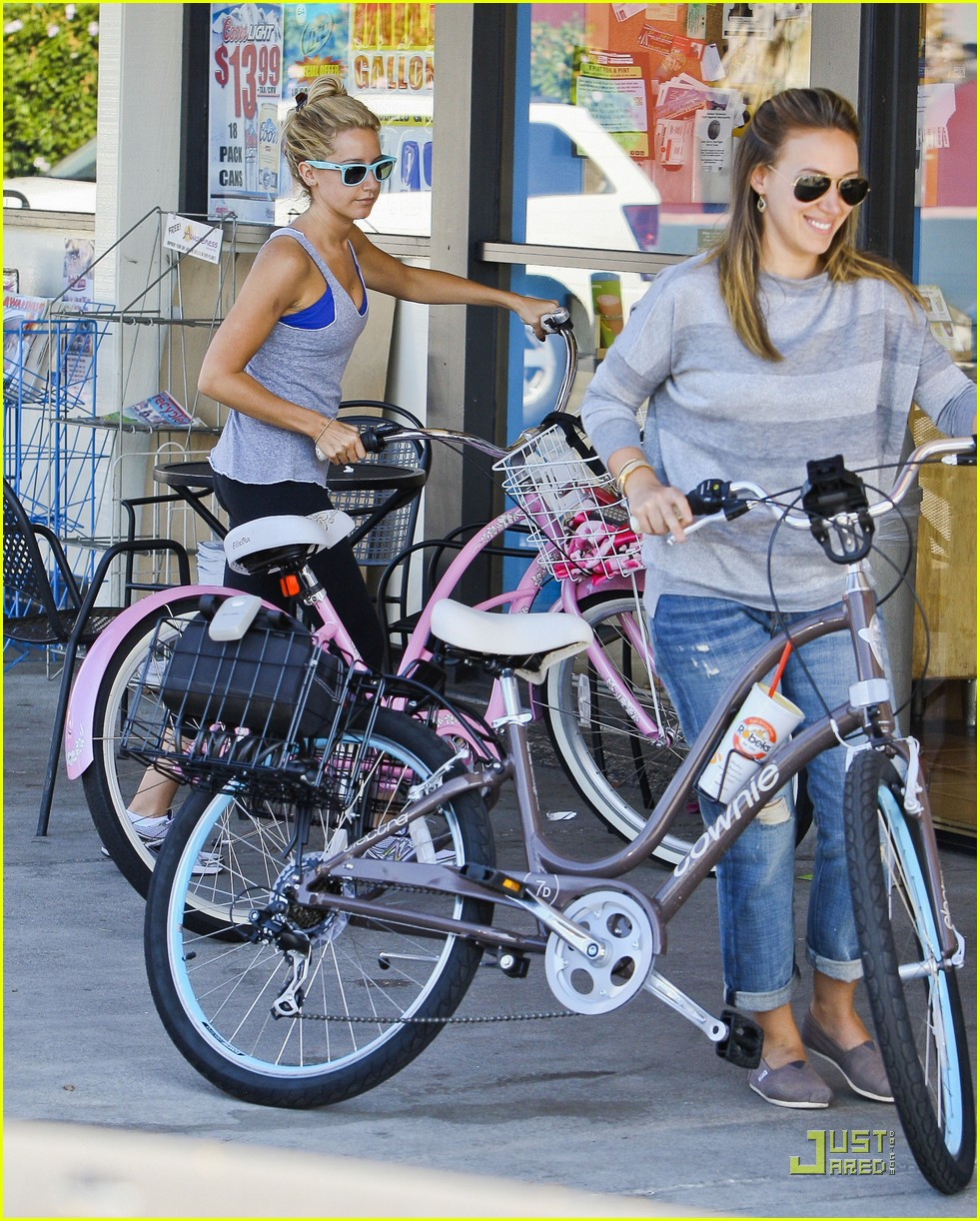 ashley tisdale haylie duff bikes 17