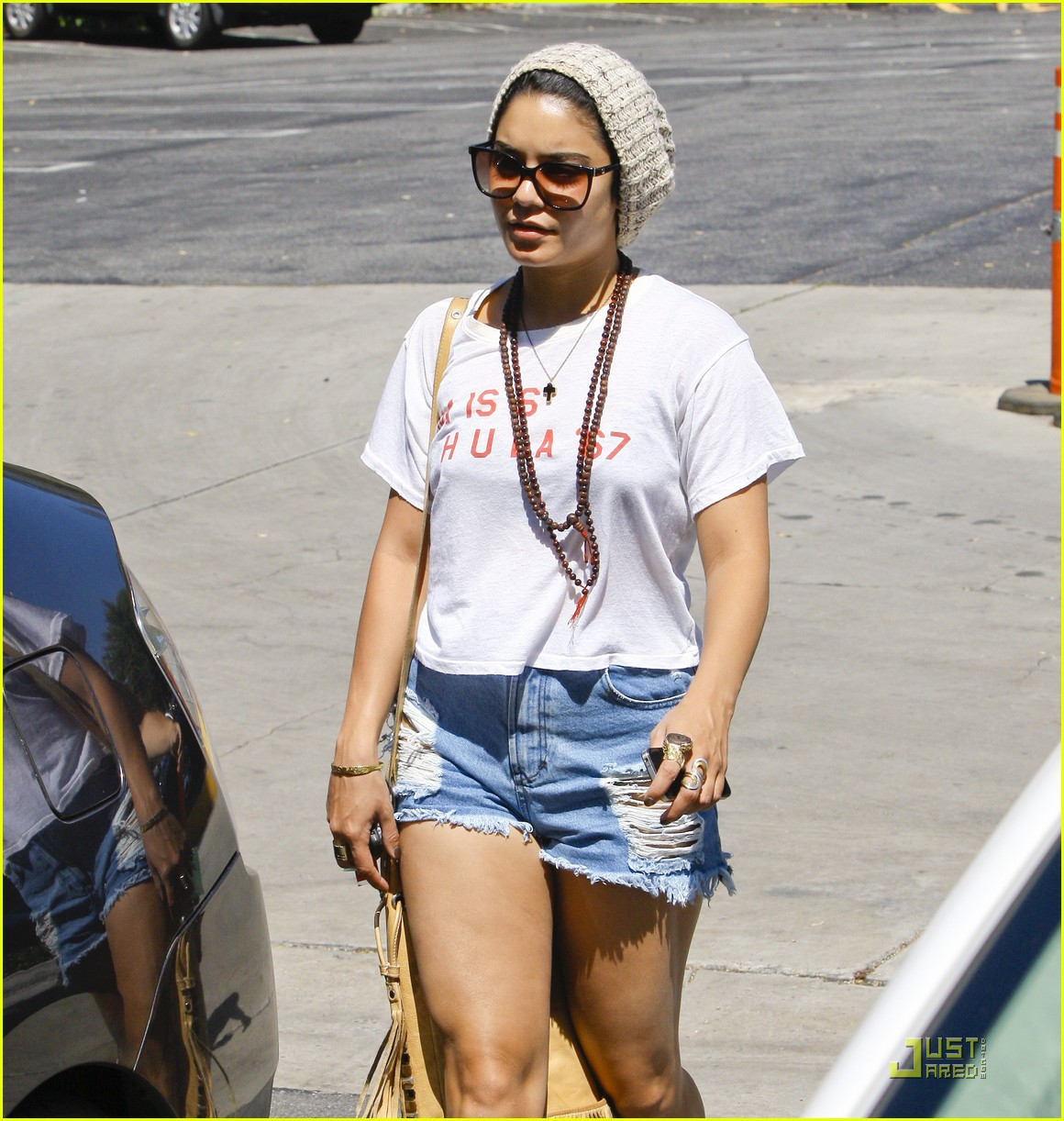 vanessa hudgens friendly fans 13