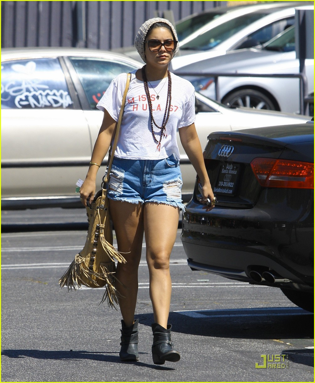 vanessa hudgens friendly fans 27