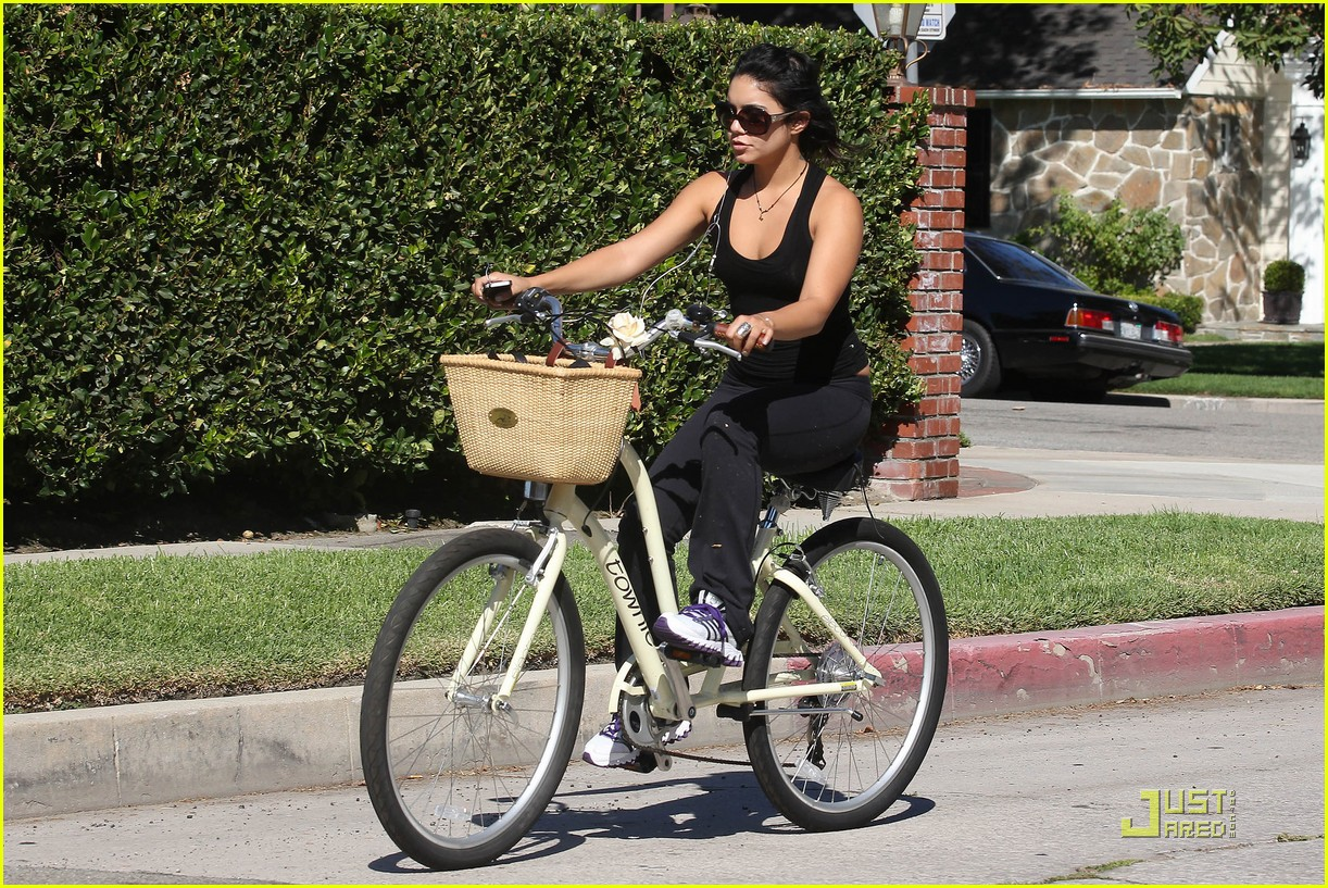 vanessa hudgens bike ride 05