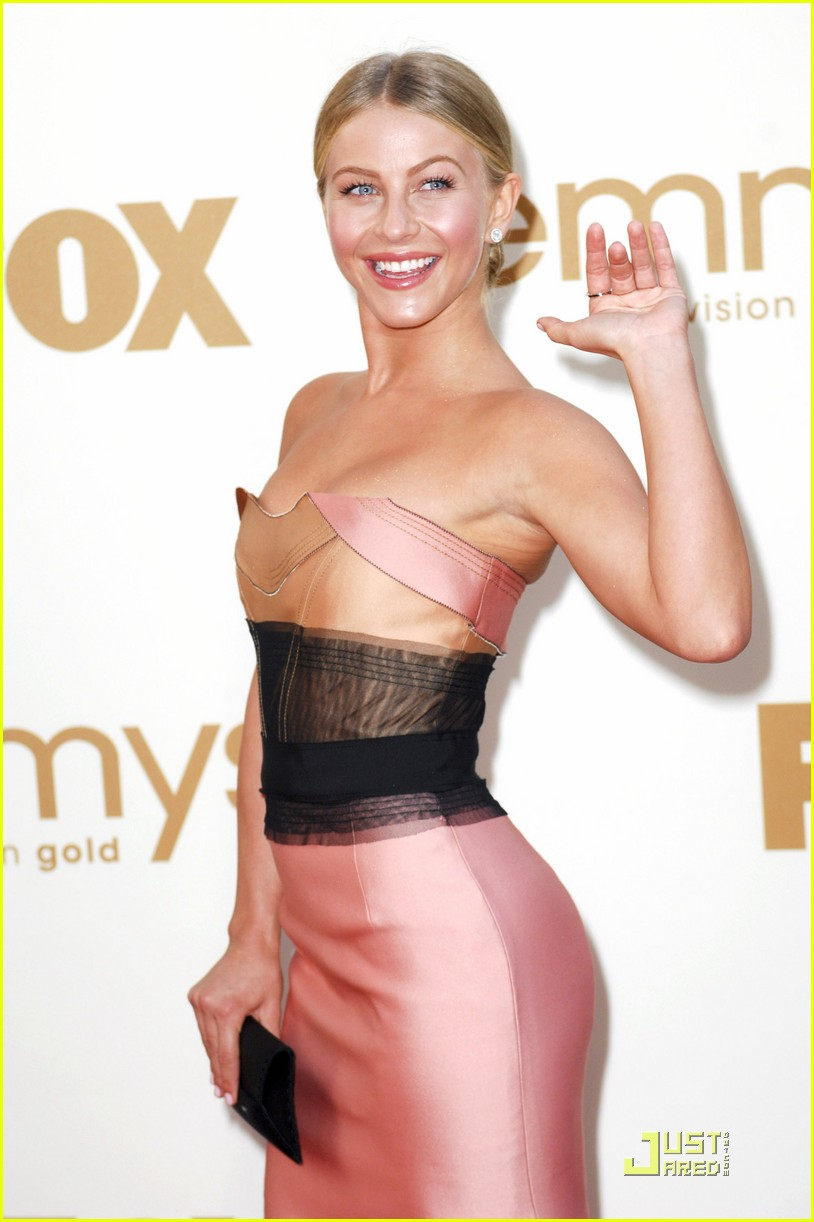 julianne hough emmy awards 01