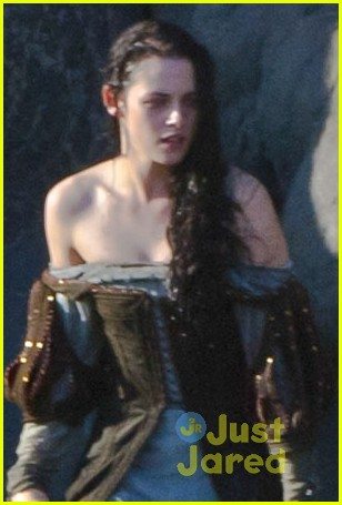 kristen stewart snow white beach 01