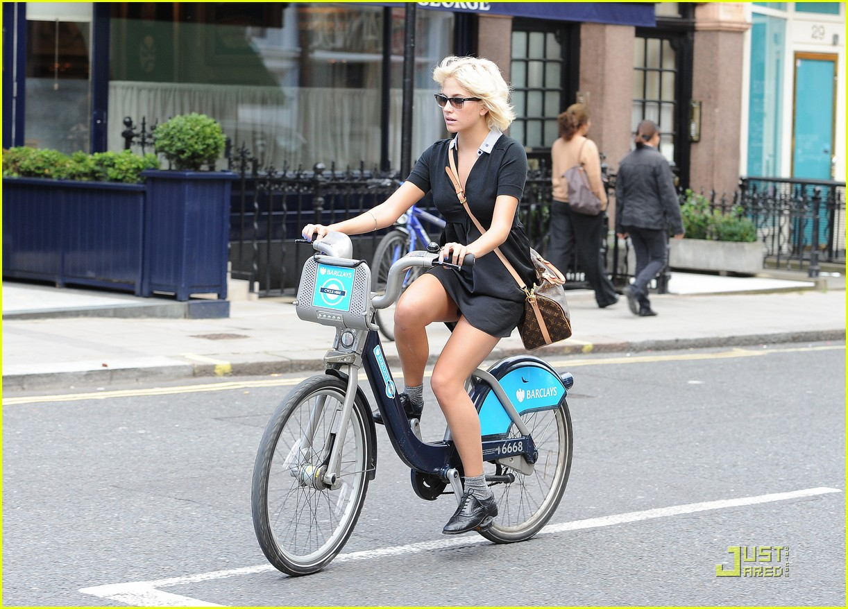 pixie lott oliver cheshire biking 01