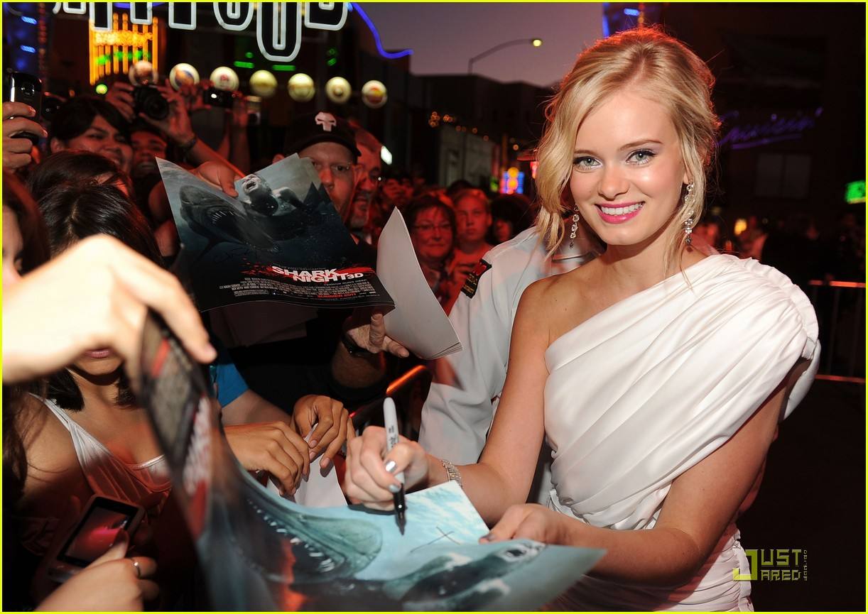 sara paxton shark night premiere 04
