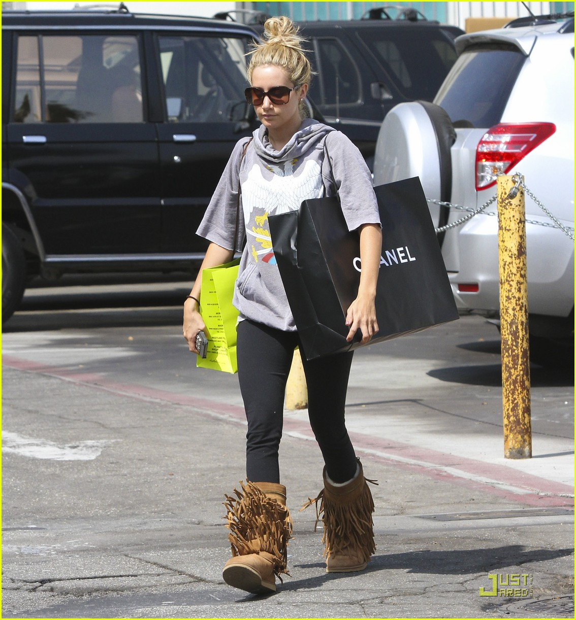 ashley tisdale chanel shopper 10