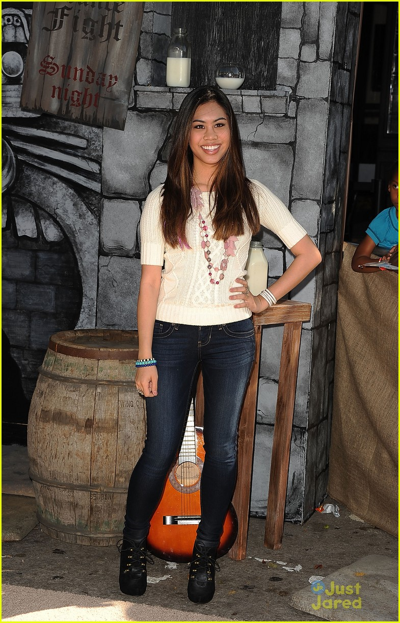 ashley argota puss boots 03