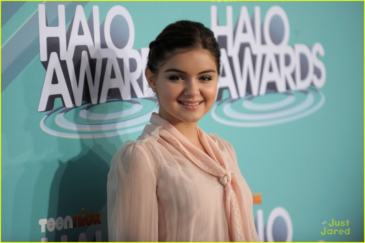 ariel winter callan mcauliffe halo awards 09