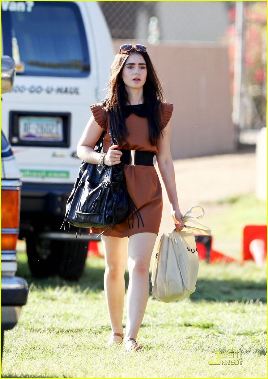 lily collins shopping mom 03