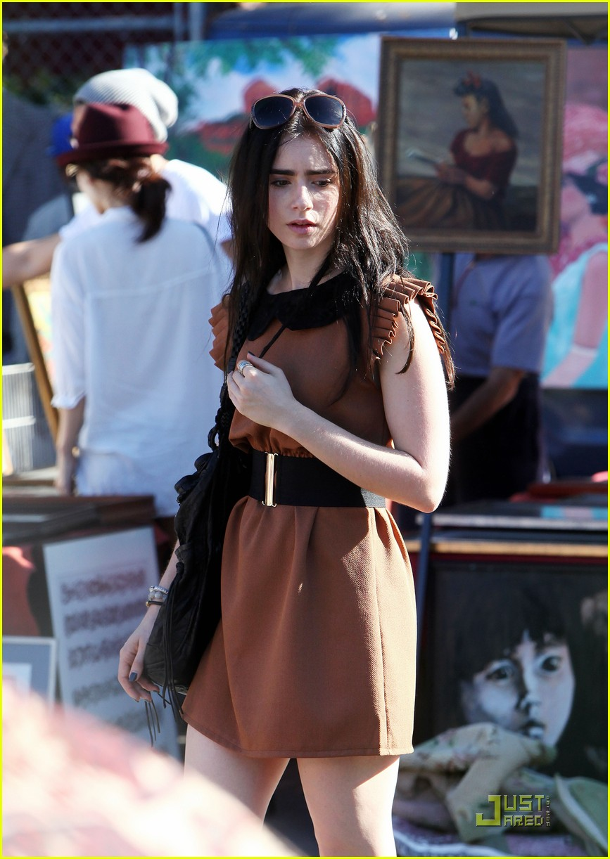 lily collins shopping mom 06