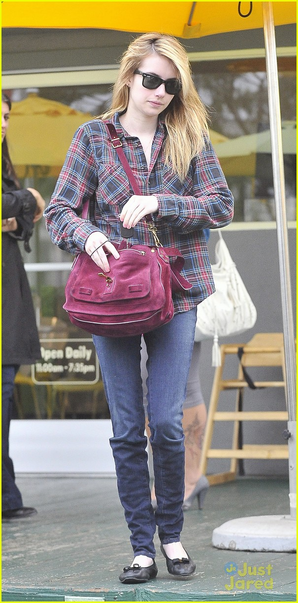emma roberts grocery stop 03