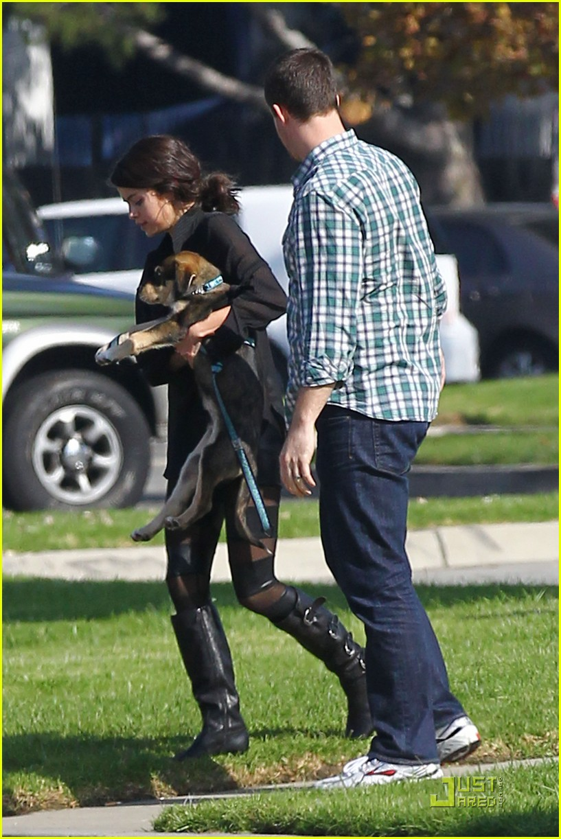 selena gomez puppy play 06