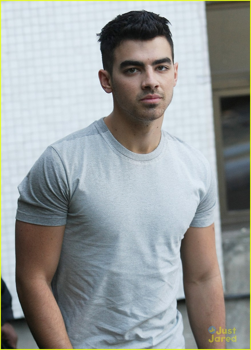 joe jonas itv daybreak 08