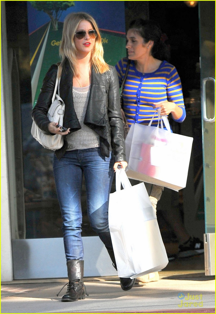 julianne hough shopping shoes 03