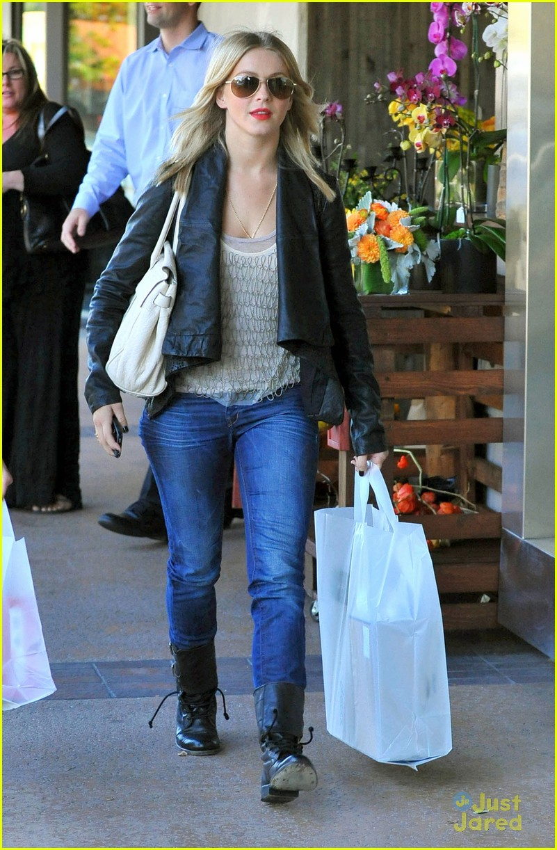 julianne hough shopping shoes 05