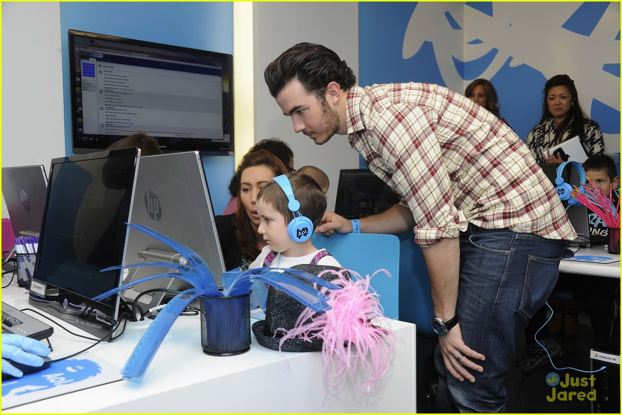 kevin jonas aol ronald house 02