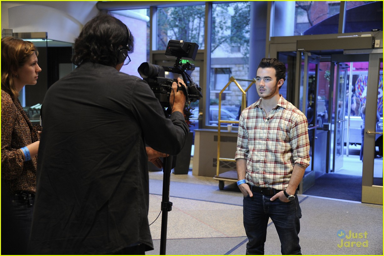 kevin jonas aol ronald house 11