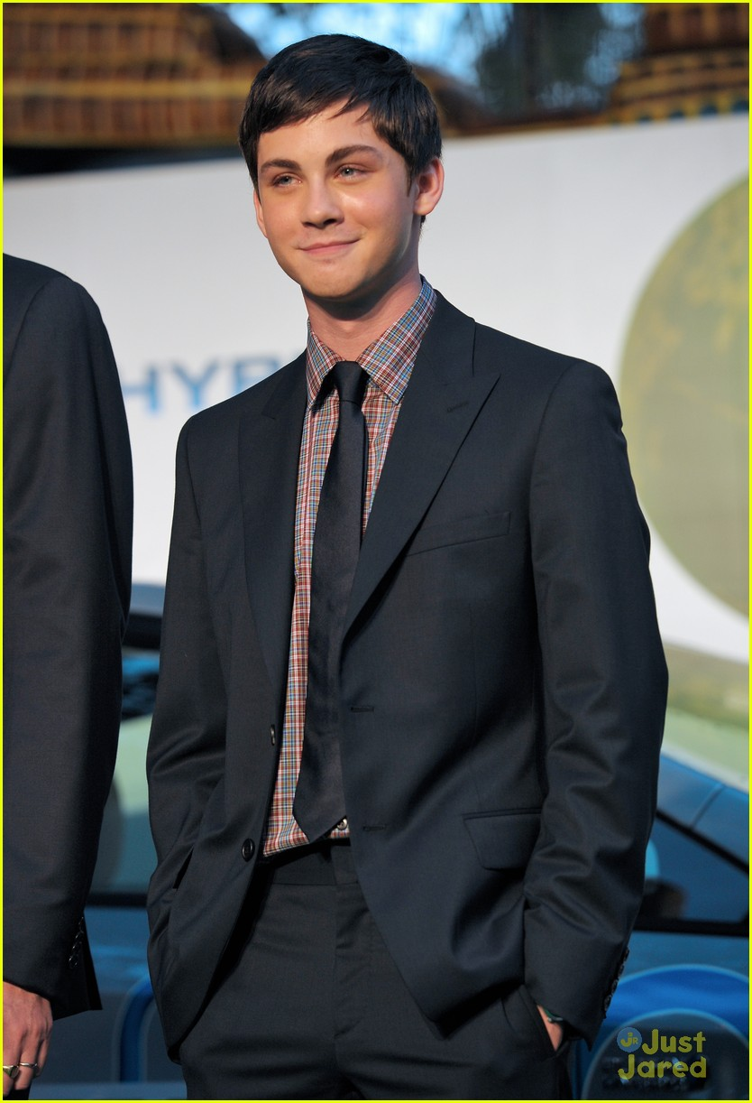 logan lerman gabriella tokyo 01