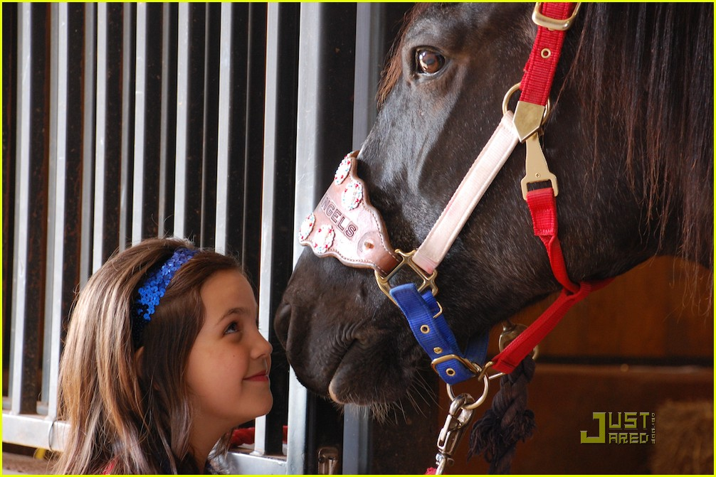 bailee madison horse 01