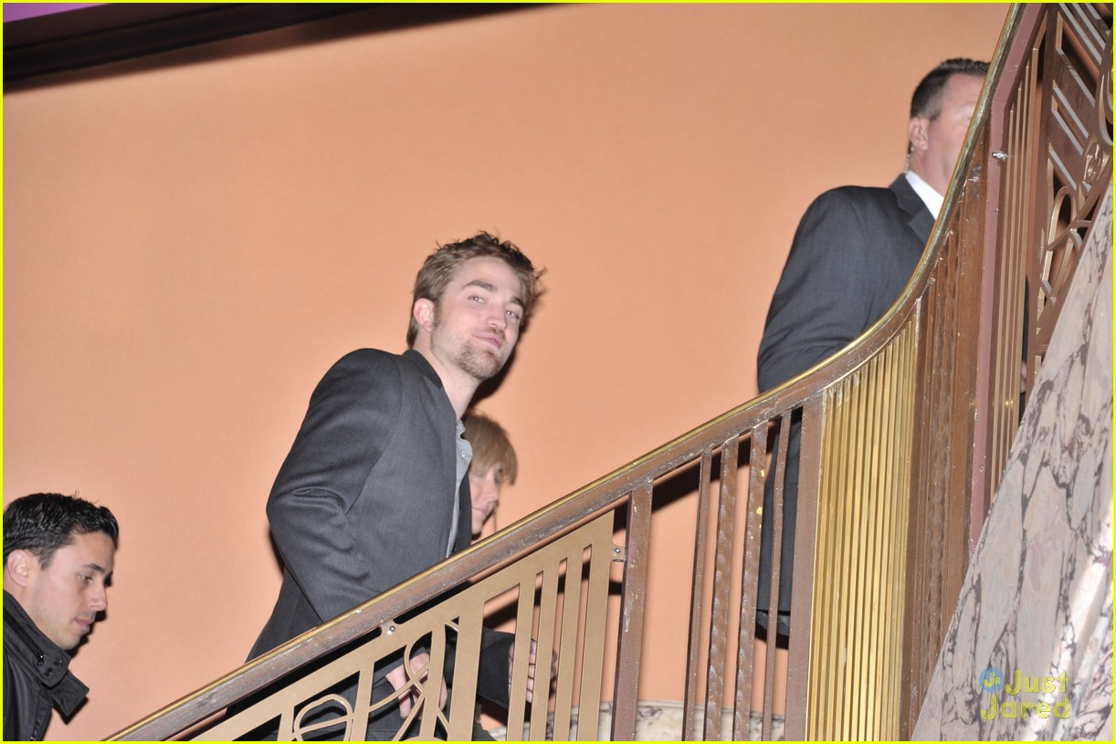 robert pattinson beard be gone 02