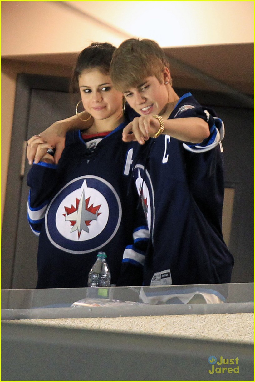 selena gomez justin bieber hockey game 12