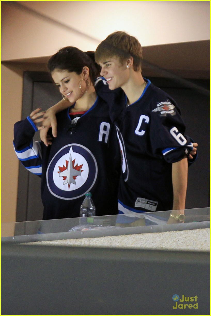 selena gomez justin bieber hockey game 20