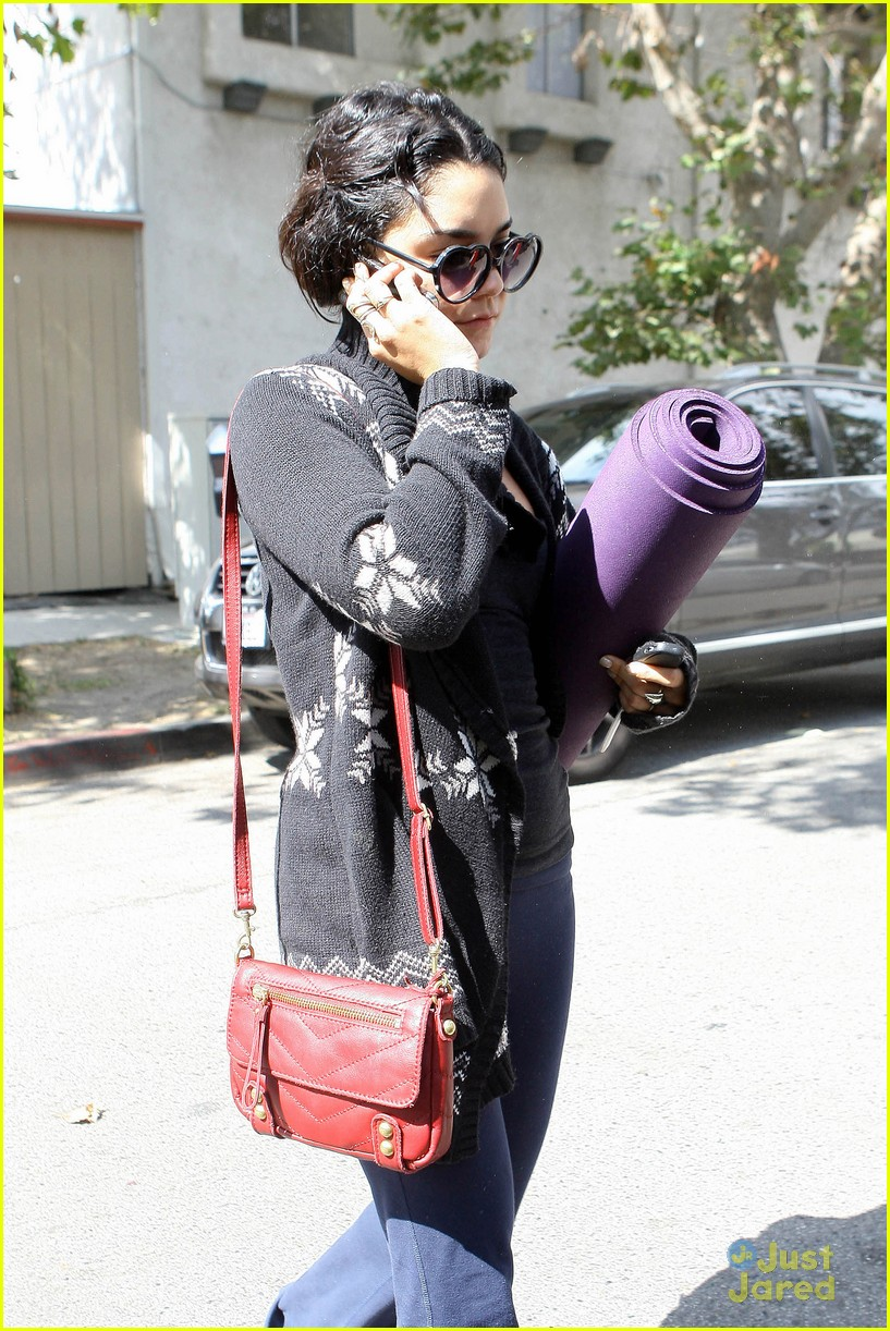 vanessa hudgens yoga tuesday 02