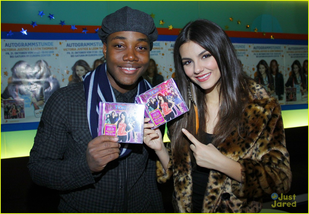 victoria justice leon thomas germany 12