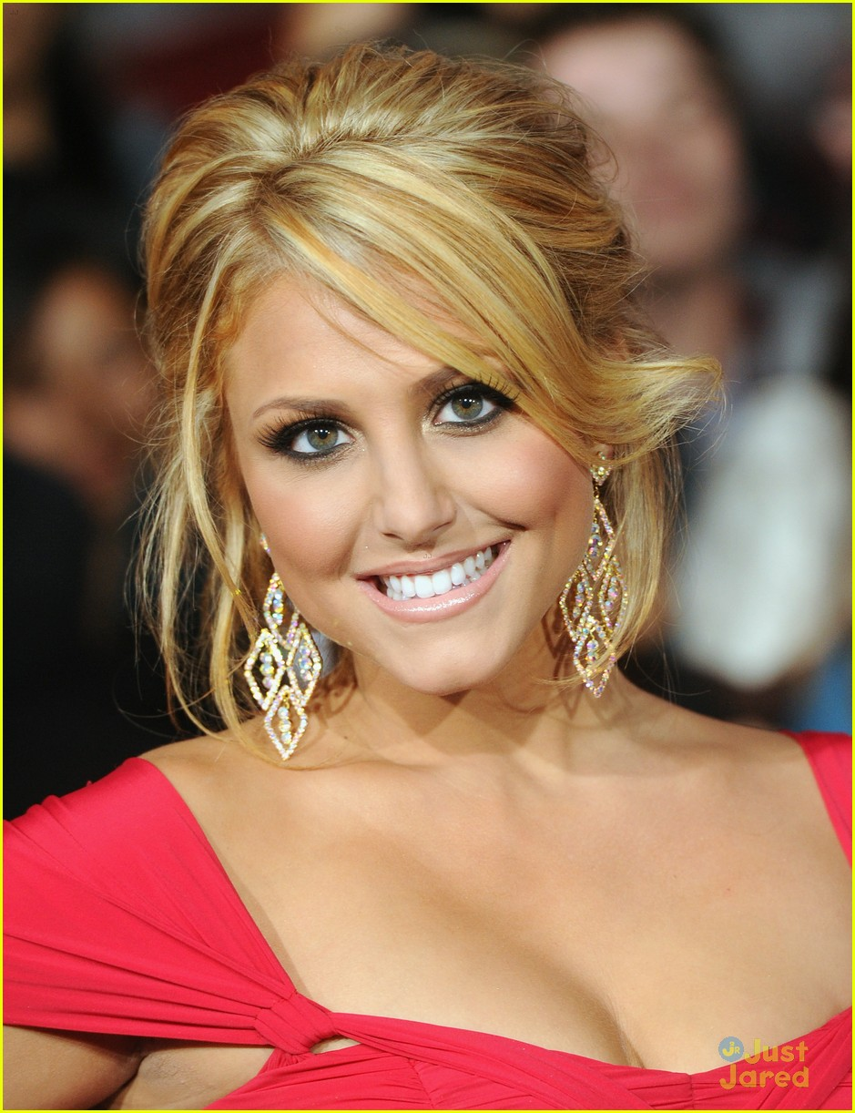 cassie scerbo back blonde 03