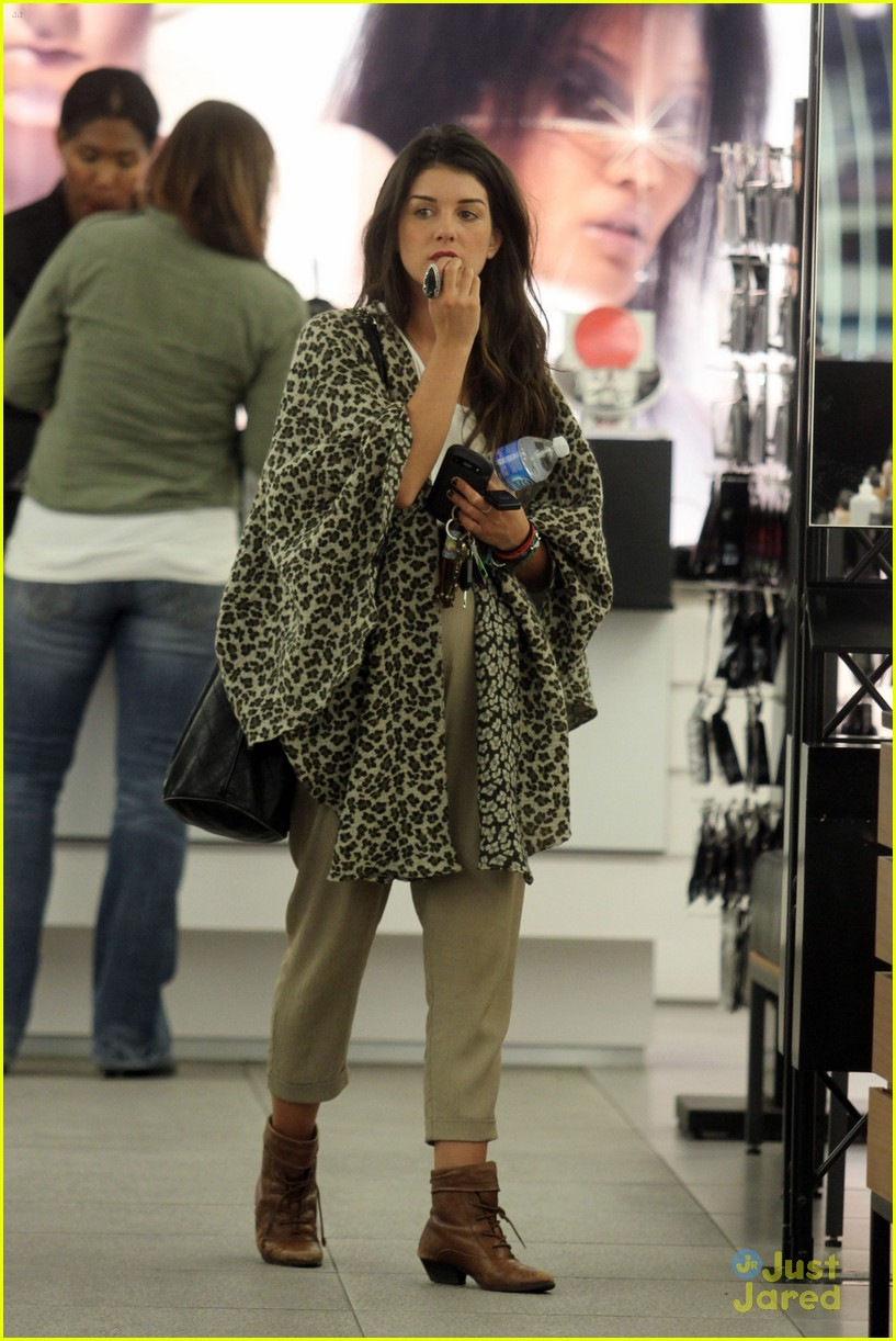 shenae grimes shopping 01