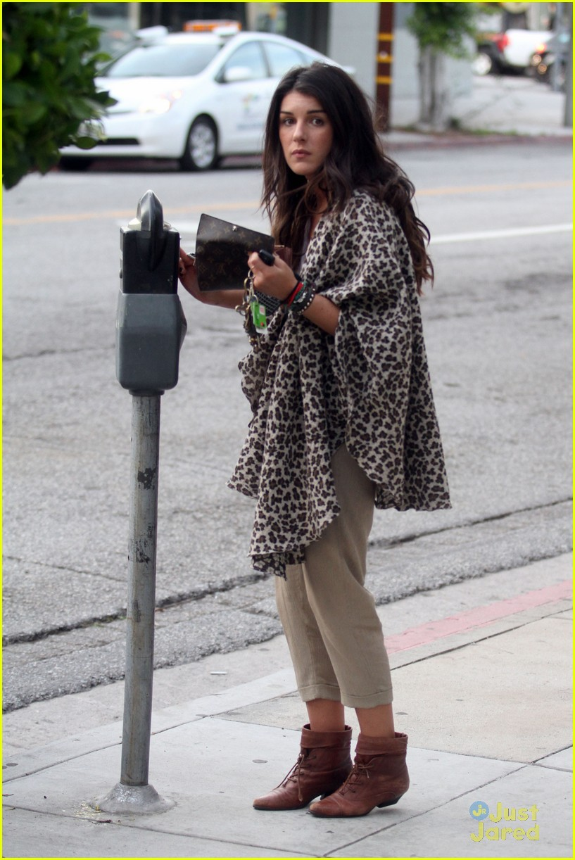 shenae grimes shopping 12