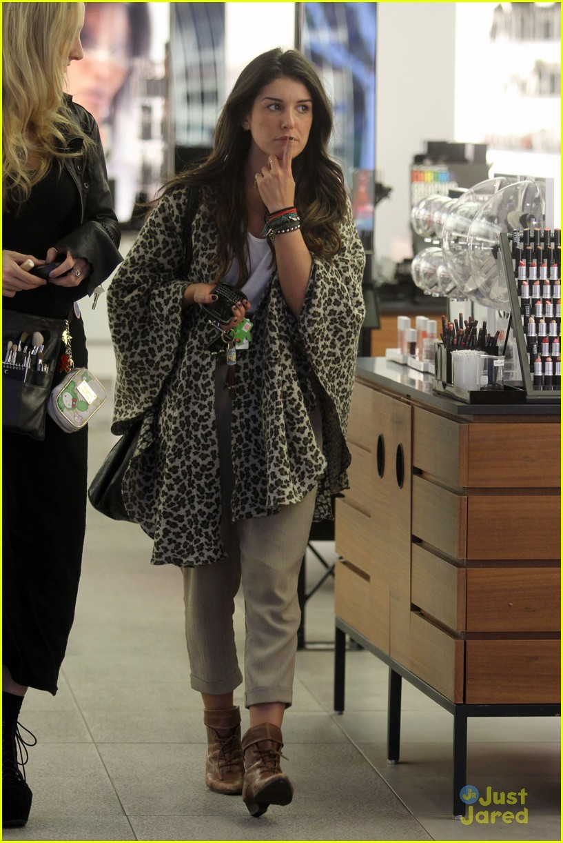 shenae grimes shopping 21