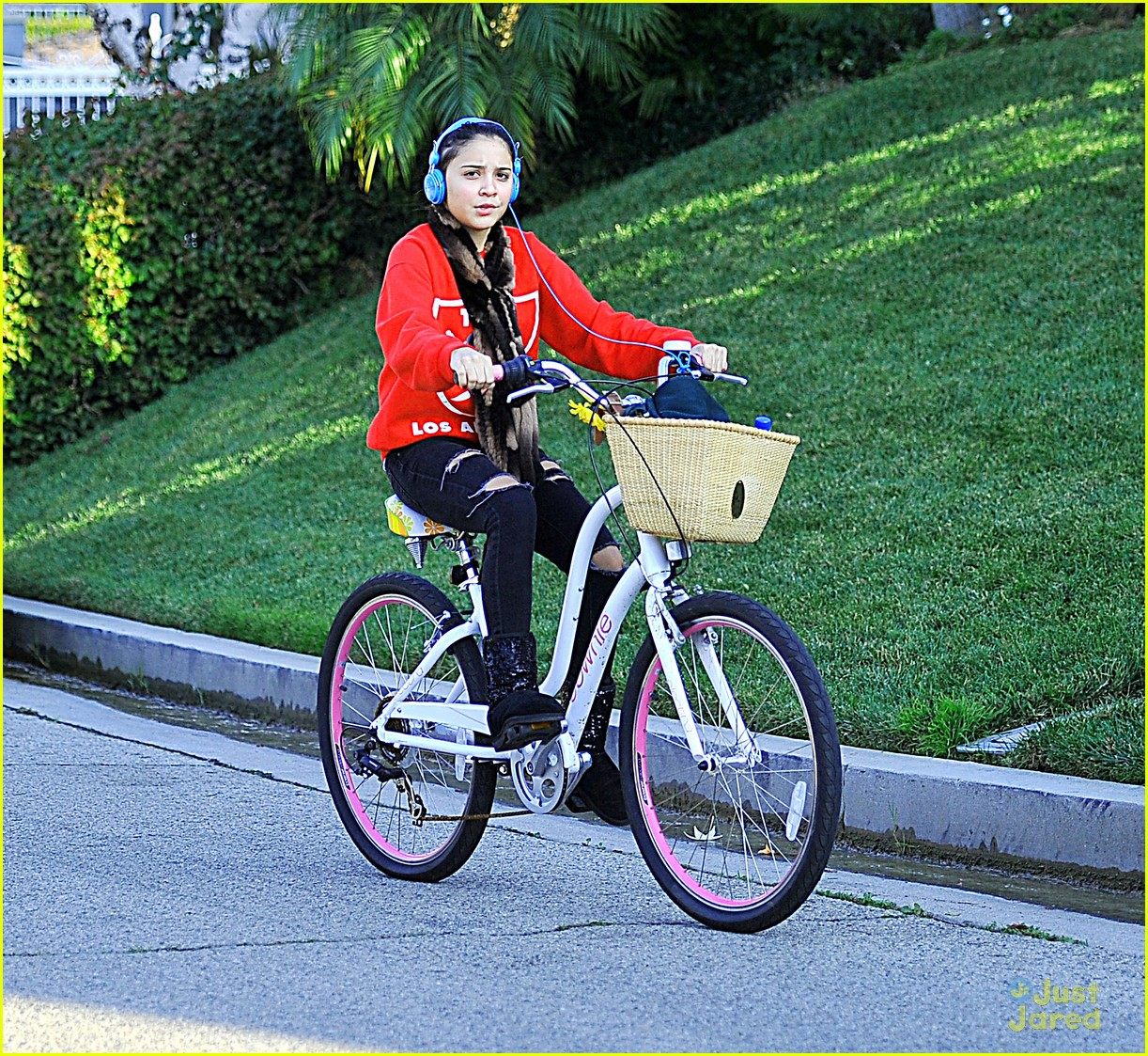 stella hudgens bike thanksgiving 06
