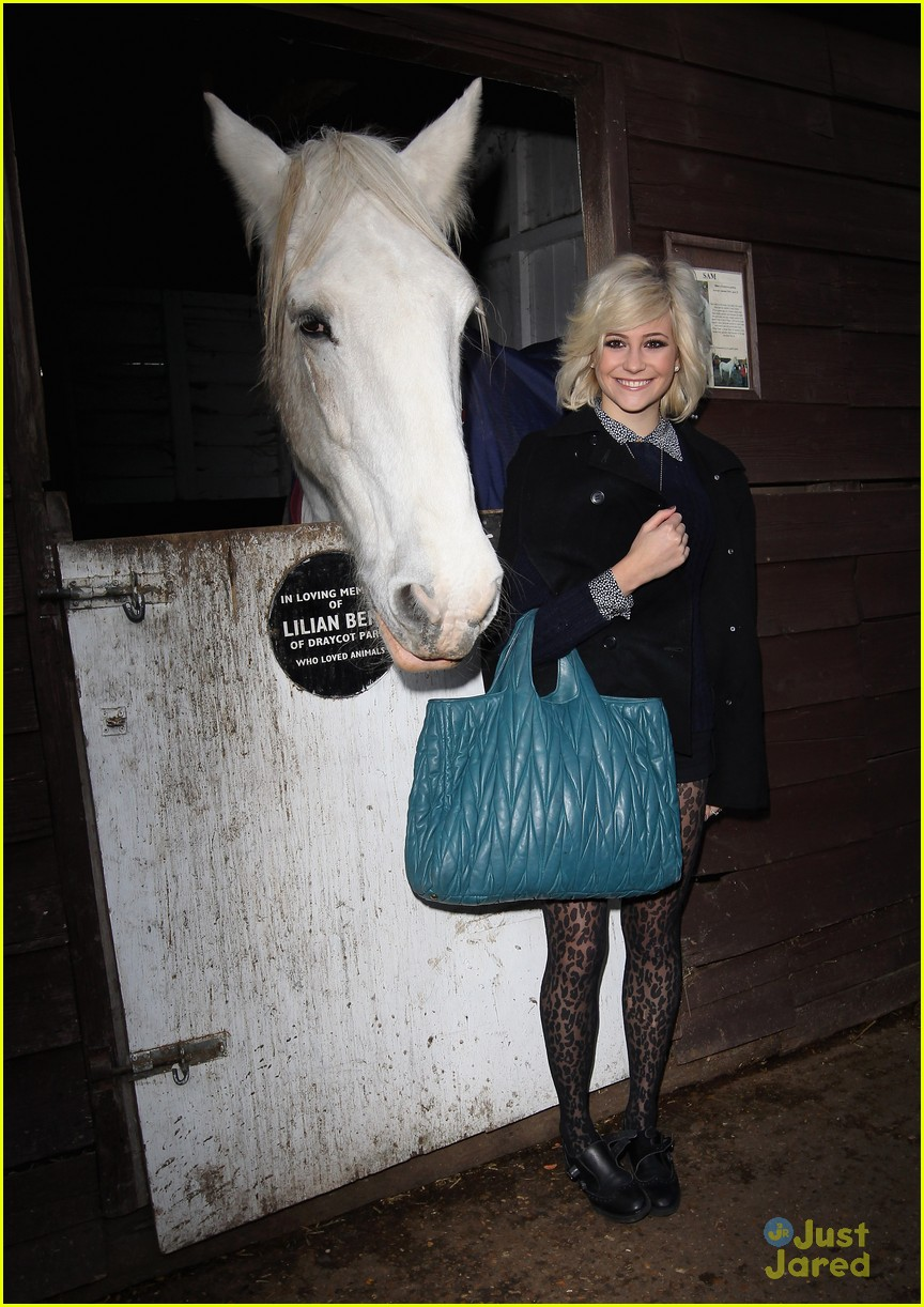 pixie lott leona lewis horse 01