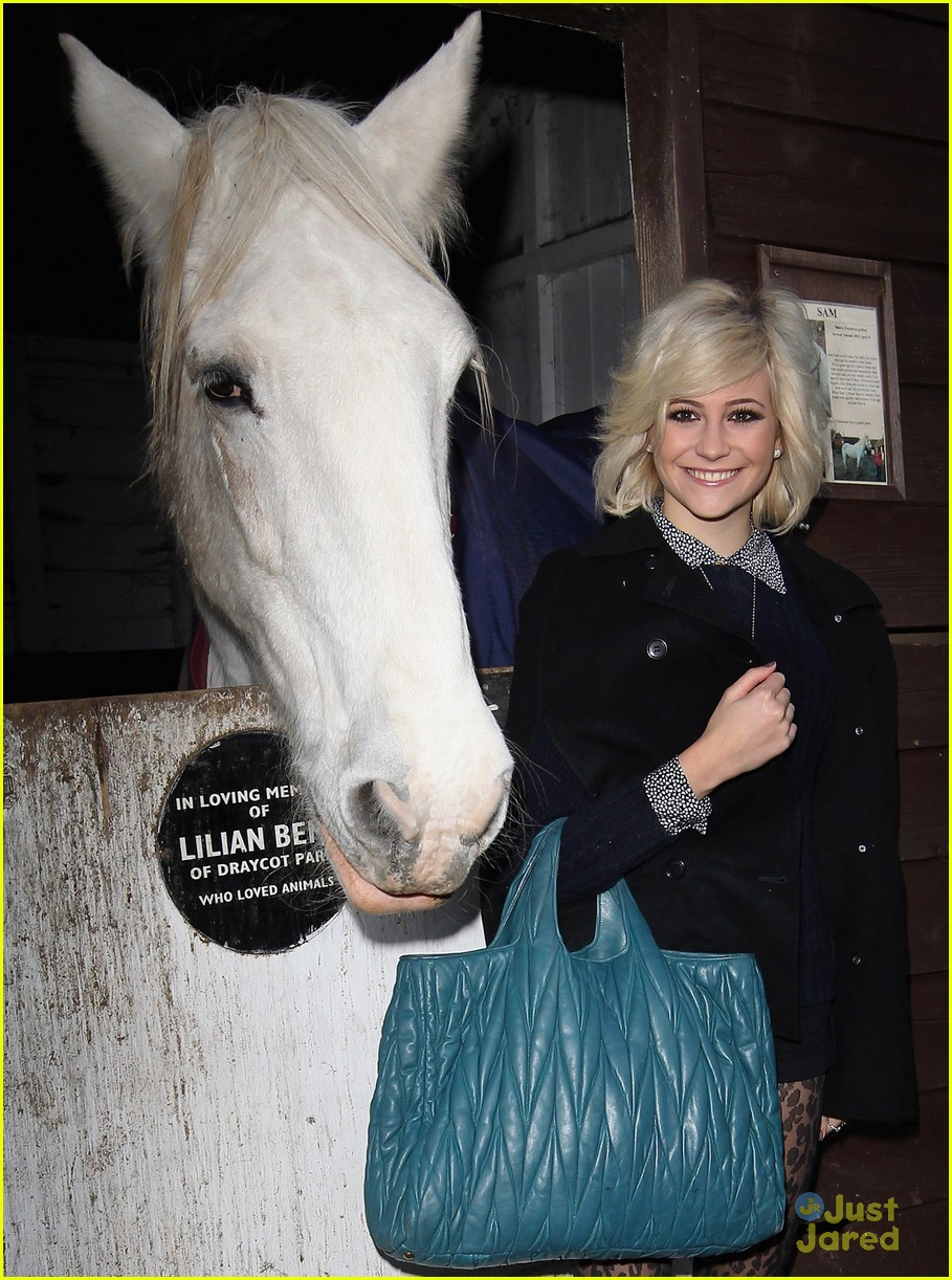 pixie lott leona lewis horse 04