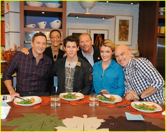 nick jonas the chew 03