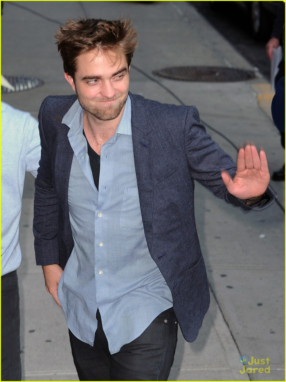 robert pattinson letterman arrival 03