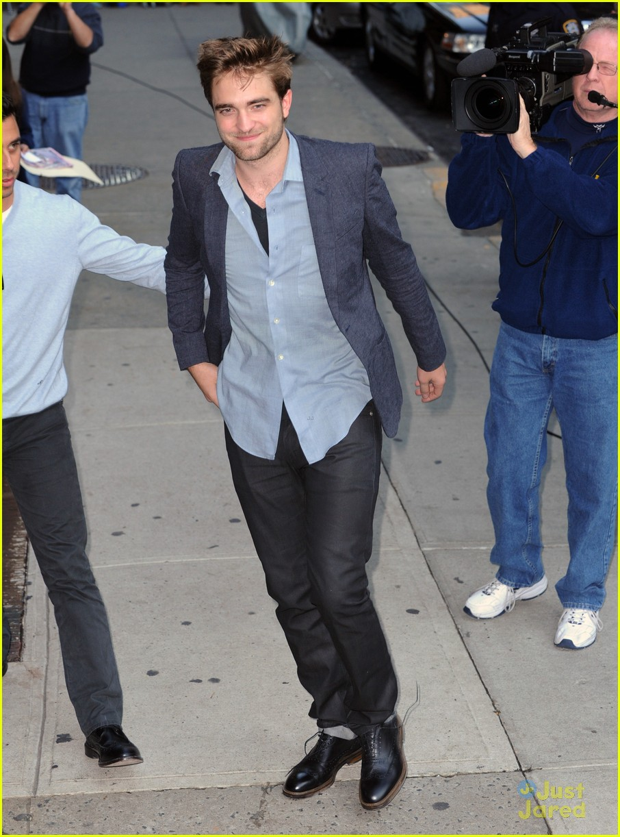 robert pattinson letterman arrival 11