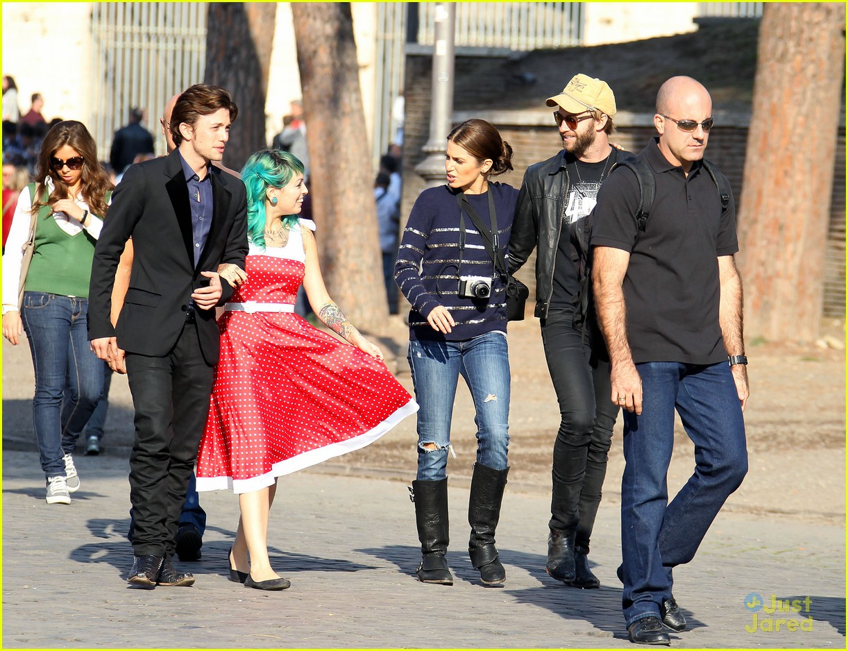 nikki reed jackson rathbone tour 11