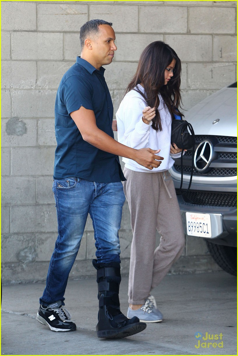 selena gomez sweat pants 02