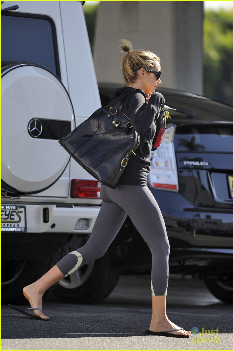 ashley tisdale blondie errands 05