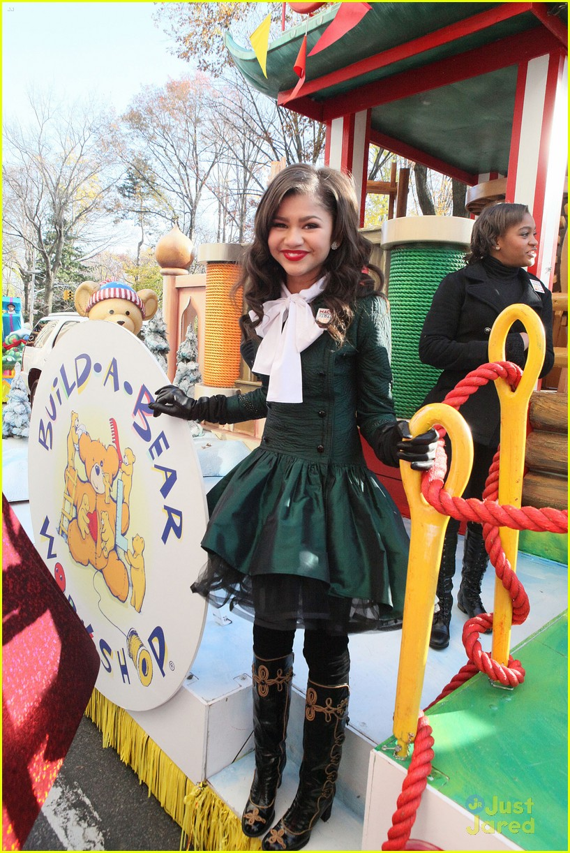 zendaya macys thanksgiving parade 07