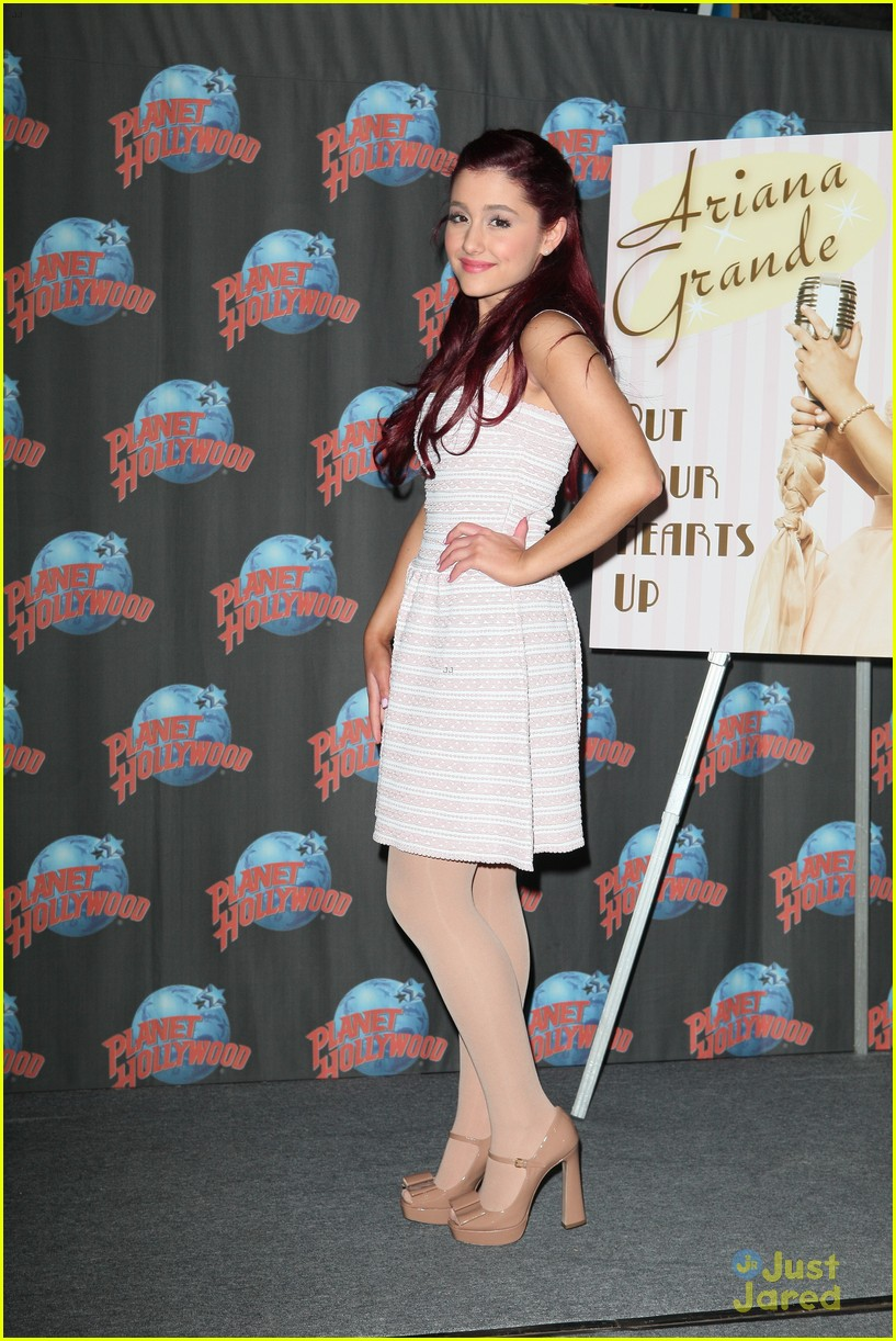 ariana grande hearts planet hollywood 01