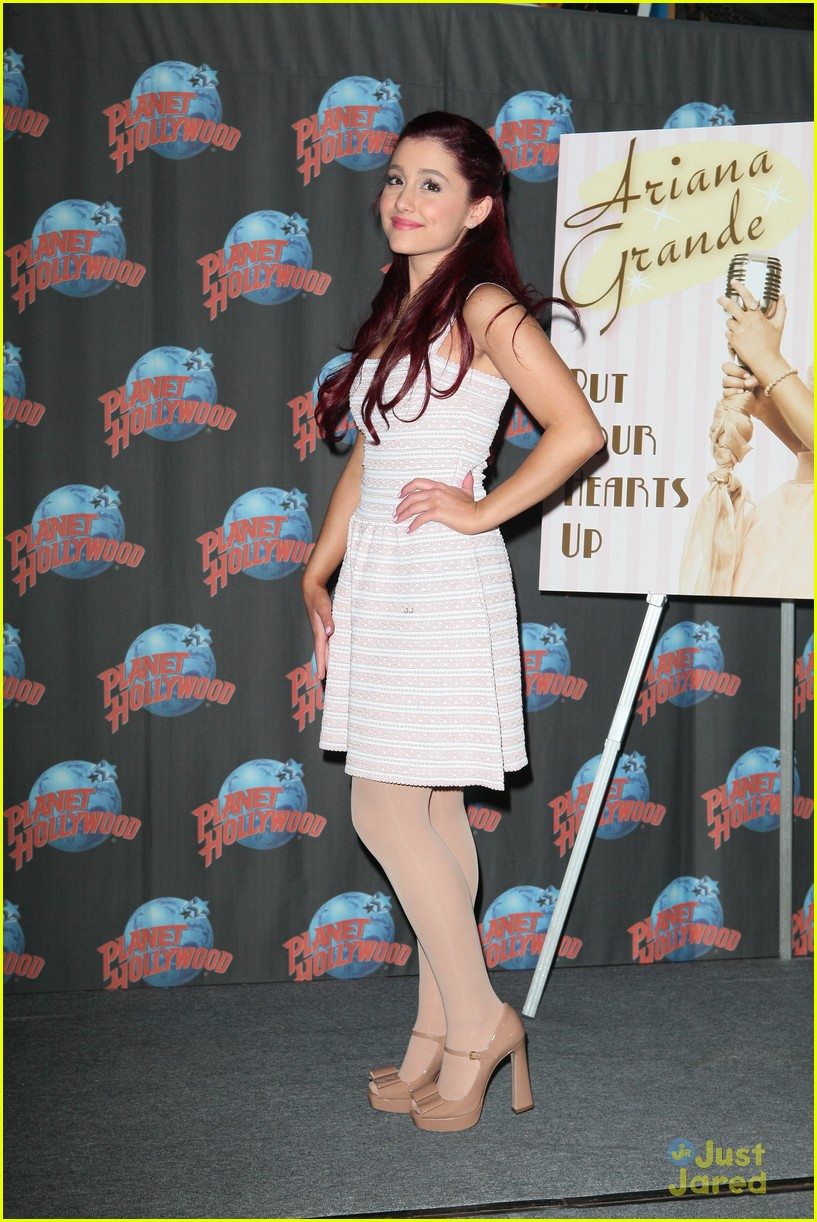 ariana grande hearts planet hollywood 06