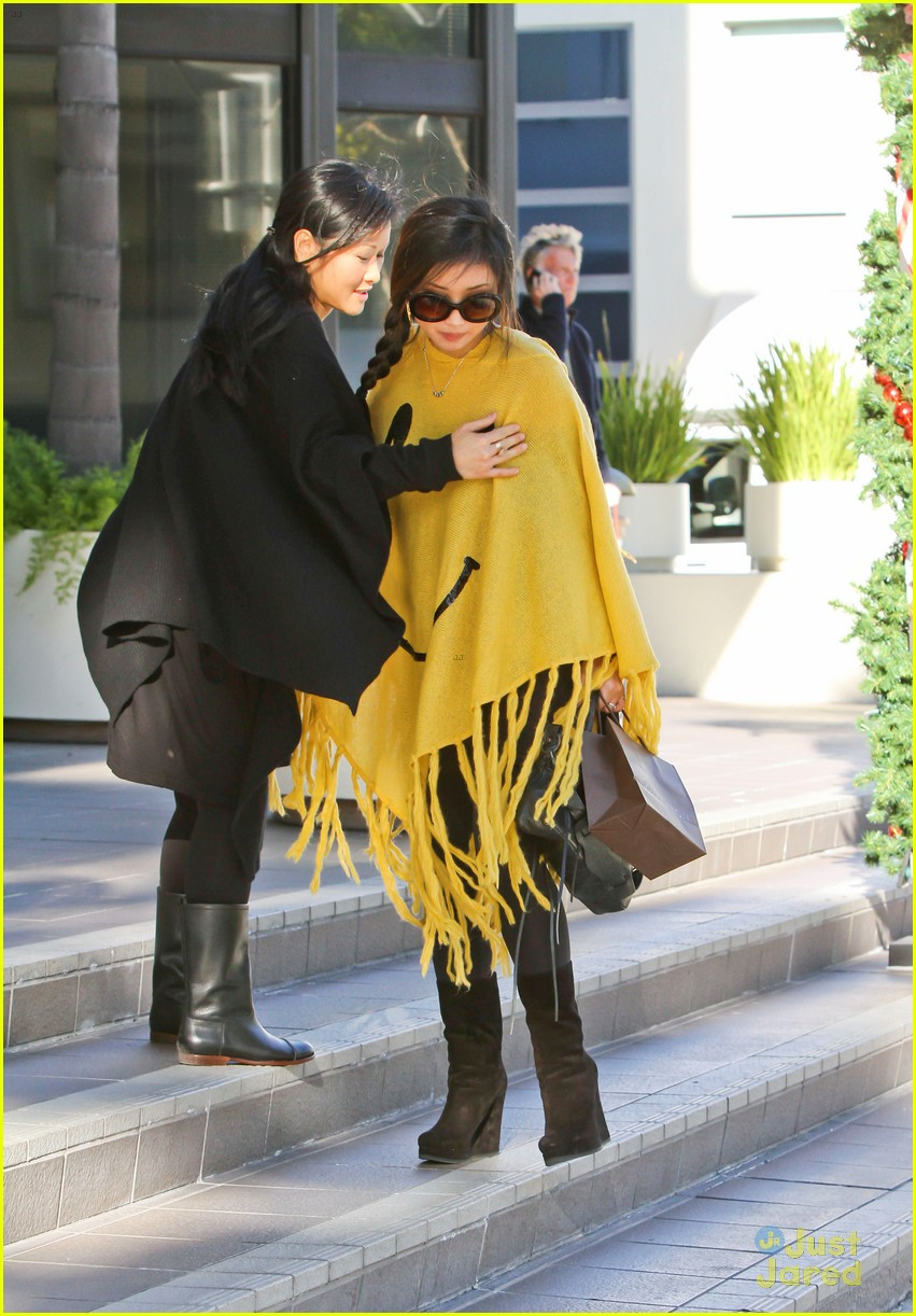 brenda song smiley face poncho 01