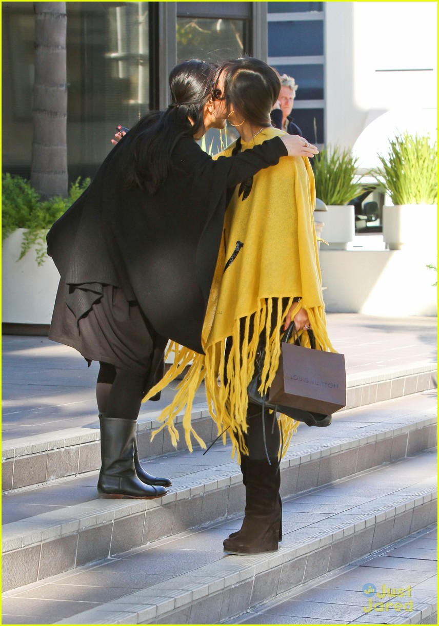 brenda song smiley face poncho 05