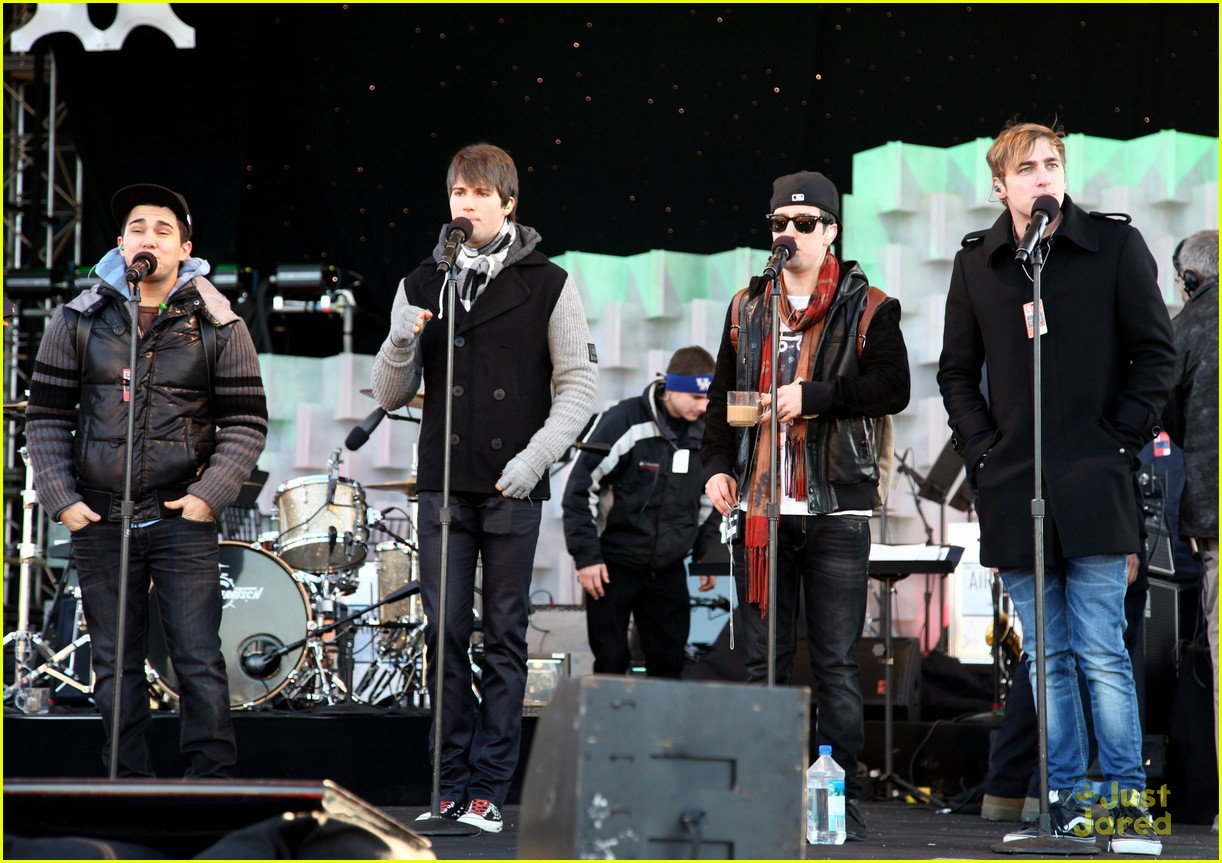 big time rush national tree lighting 13